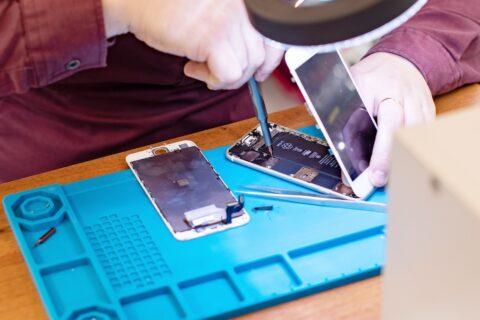 DIY iPhone repair with iPhone repair kit